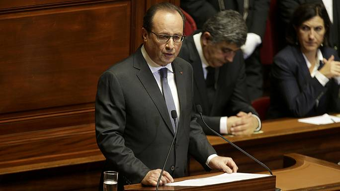 Hollande demande la prolongation de l'Etat d'urgence