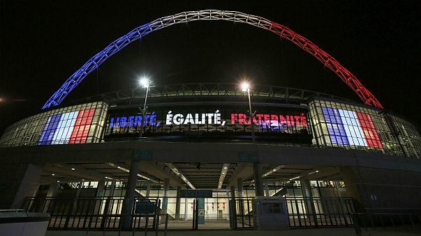 مقابلة ودية بين فرنسا و انجلترا في ويمبلي بألوان فرنسية حزينة