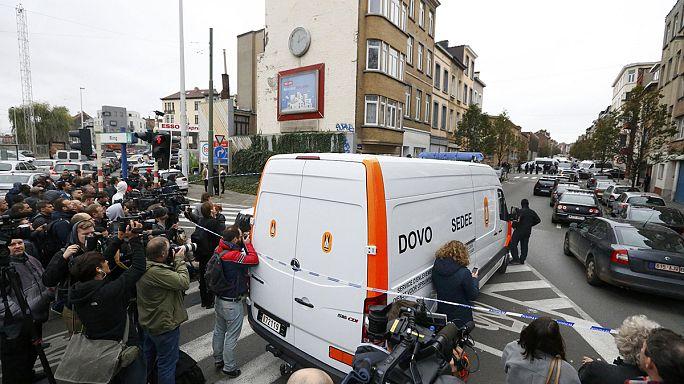 Brüksel banliyösünde terörist avı