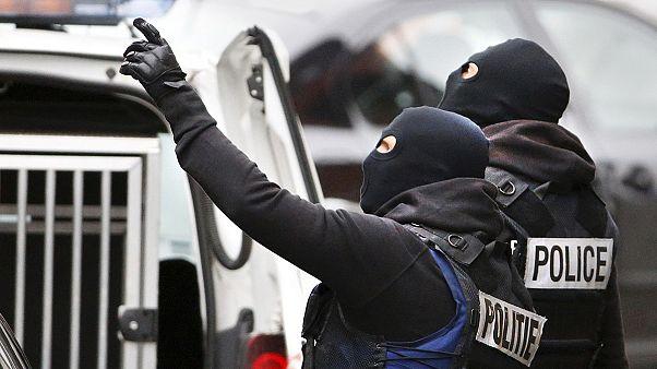 Folytatja az országos razziákat a francia rendőrség
