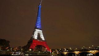 Paris tentar regressar à vida normal...