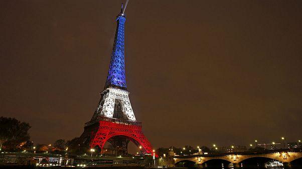 Trois jours après les attaques, Paris tente de revenir à une vie normale