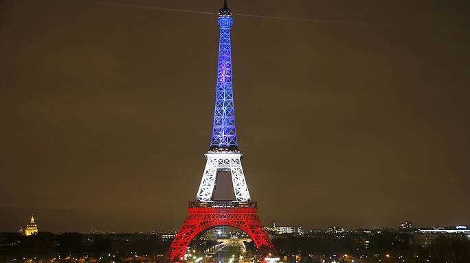 Atentados de Paris só devem ter um impacto de curto prazo no turismo em França