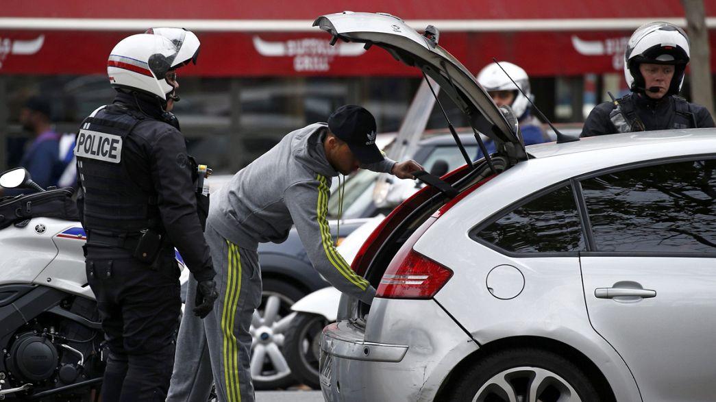 França: reforço de fronteiras e rusgas em todo o país