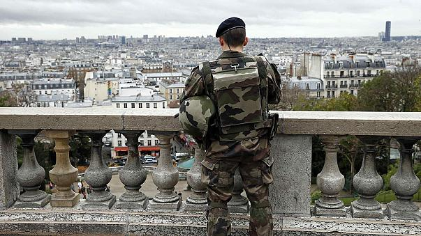 Francia no cumplirá el déficit fijado por Bruselas por un mayor gasto en seguridad