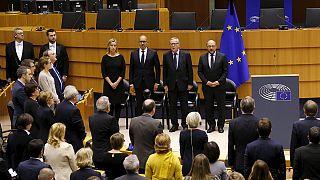 El Europarlamento rinde homenaje a las víctimas de París