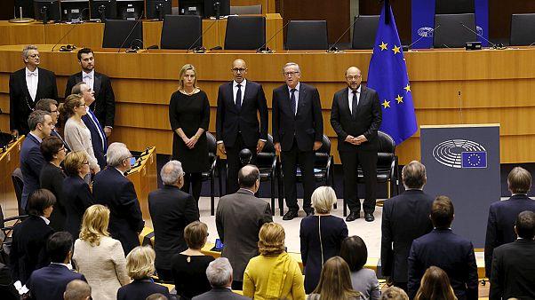 پارلمان اروپا به قربانیان حملات پاریس ادای احترام کرد