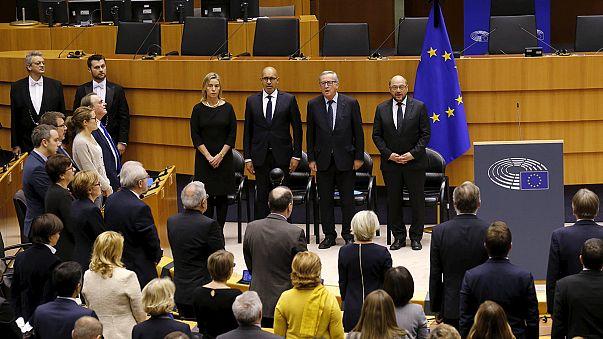 EU-Parlament gedenkt der Opfer von Paris