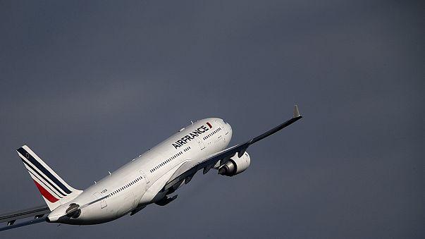 Bombafenyegetés ért két francia repülőt
