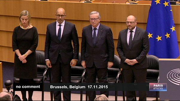 EU-Parlament schweigt für die Opfer von Paris