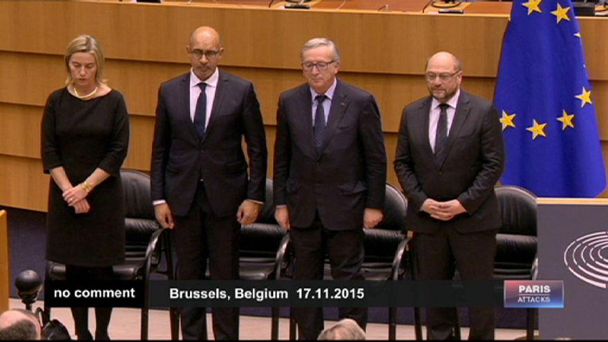 Une minute de silence au Parlement européen après les attaques de Paris