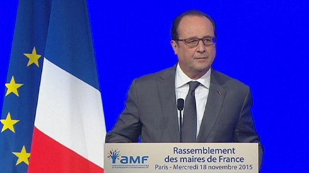 Hollande llama a evitar la tentación del repliegue ante el congreso de alcaldes de Francia