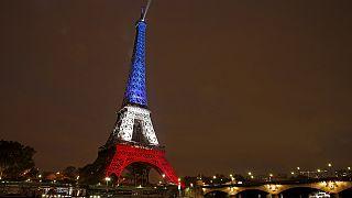 El efecto de los ataques sobre el turismo en París y las redes en ayuda