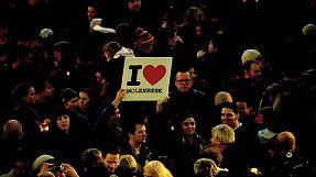 Homenagem às vítimas dos ataques de Paris no bairro belga de Molenbeek