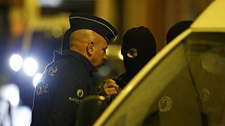 السلطات البلجيكية تشن مداهمات في بروكسل تعتقل 9 اشخاص على صلة بأحد إنتحاري باريس