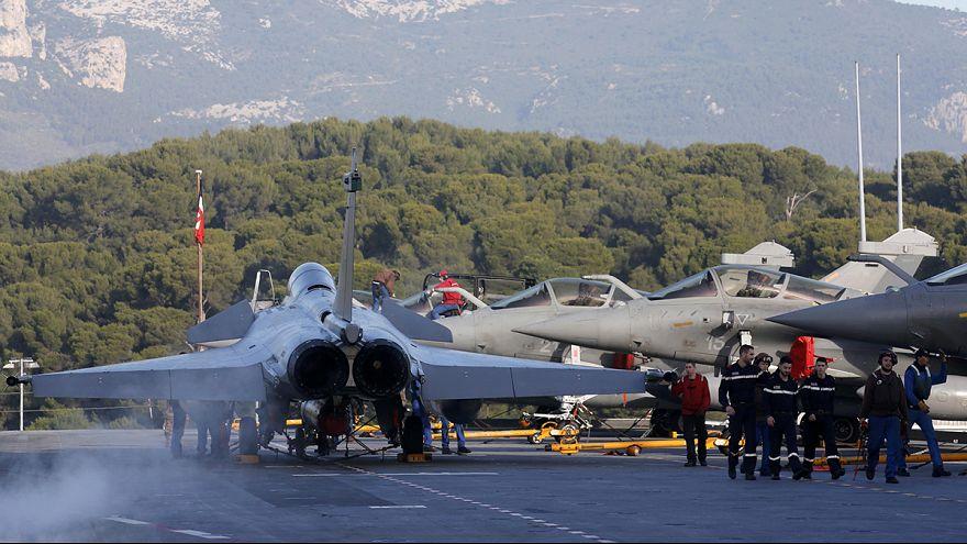 """Valls: França enfrenta uma """"longa"""" guerra contra o Estado Islâmico"""