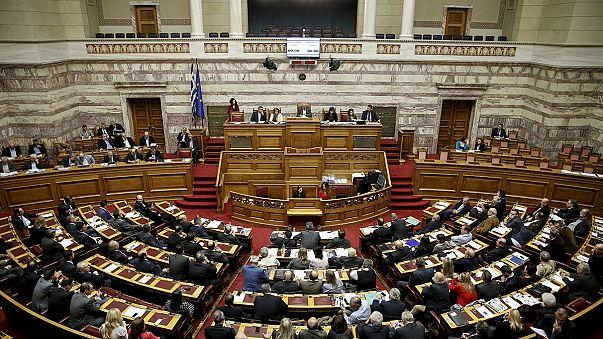Парламент Греции с трудом принял меры финансовой стабилизации