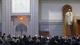 صلاة الجمعة: المسلمون يترحمون على أرواح ضحايا اعتداءات باريس