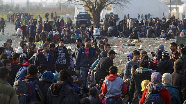 Несколько тысяч нелегальных мигрантов блокированы на греческо-македонской границе