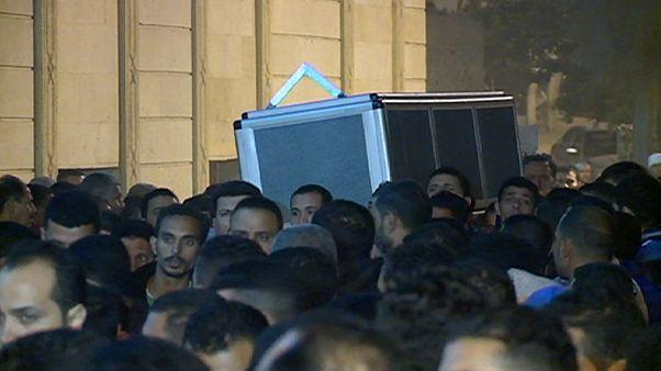 تشییع پیکر قربانی مصری تبار حملات هفته گذشته پاریس در زادگاهش