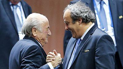 FIFA pede sanções contra Blatter e Platini