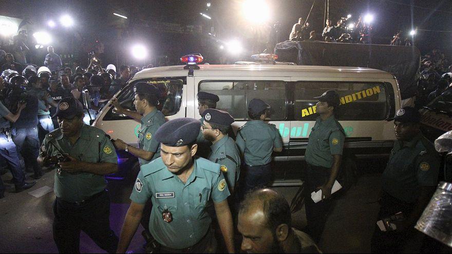 Bangladeche enforca dois líderes da oposição