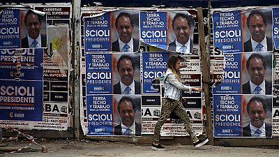 Argentina: voters pick new president in landmark run-off election