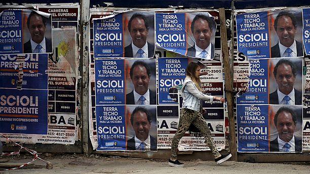 L'Argentina al ballottaggio presidenziale fra il conservatore Mauricio Macri e il peronista Daniel Scioli