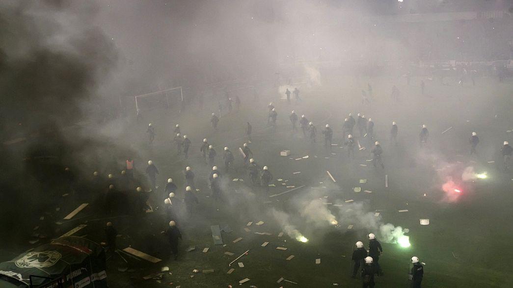 Grèce : des violences entraînent l'annulation d'un match de football