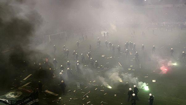 Драка на футбольном стадионе в Афинах, матч отменён