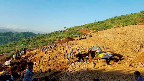 Földcsuszamlás egy mianmari bányánál