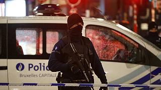 Anschlagsangst in Brüssel: Weiter höchste Alarmstufe, außerdem Großeinsatz der Polizei