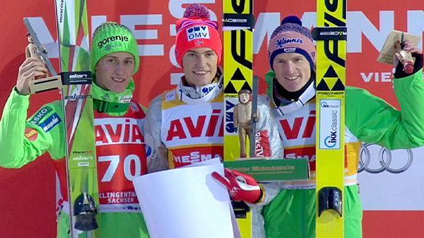 النرويجي دانيال أندري تاند يفوز بالمرحلة الأولى لكأس العالم للقفز على الثلج