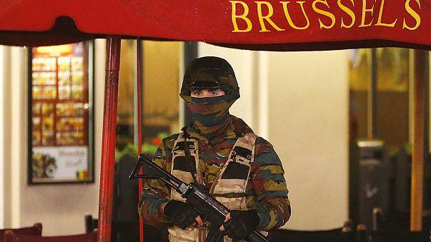في العاصمة البلجيكية بروكسل تقوم الشرطة في ساحة وسط بروكسل بعملية أمنية واسعة النطاق حيث تم إخلاء