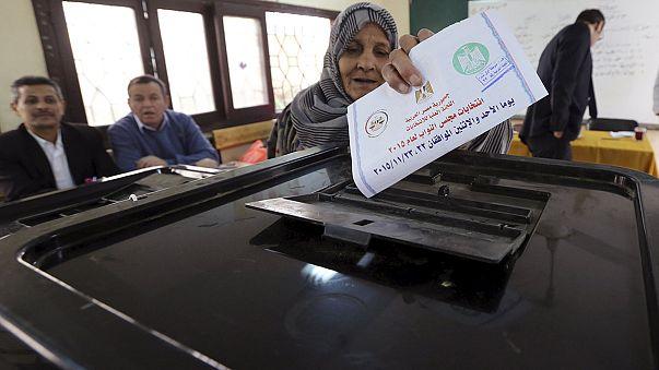 Egito: Eleições legislativas marcadas pela fraca participação