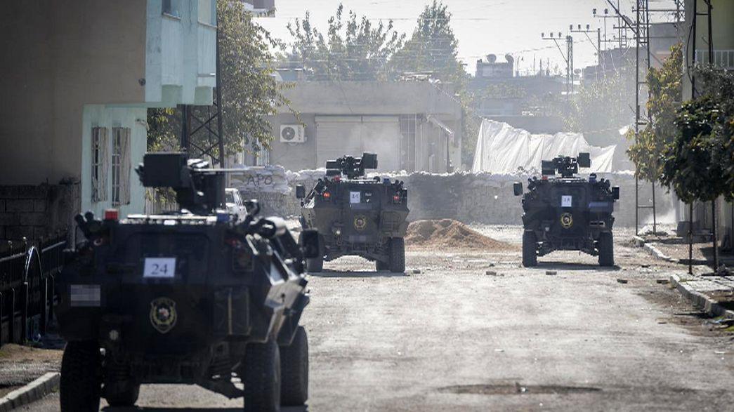 Diputados prokurdos protestan contra el toque de queda en la ciudad turca de Nusaybin