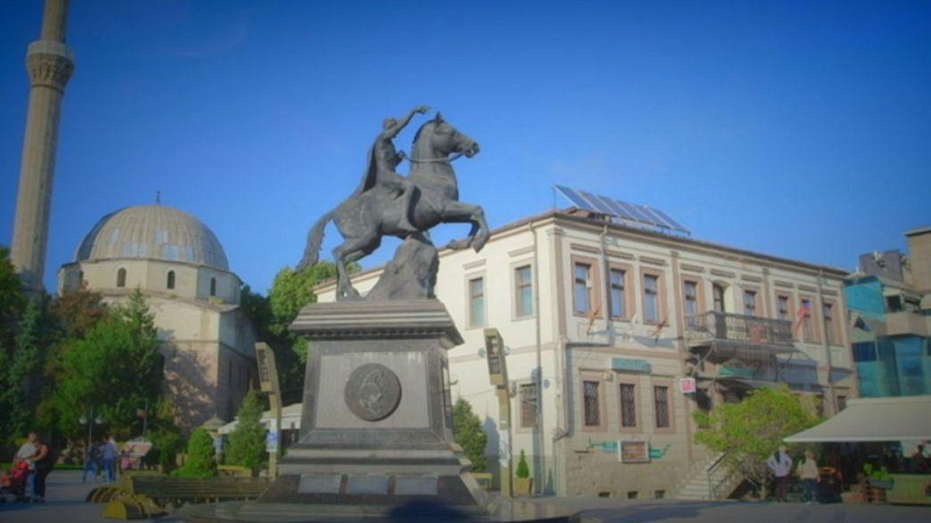 Bitola, Macedónia: na rua Shirok, ninguém passa sem comprar