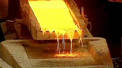 Materias primas y petróleo arrastran hacia abajo los valores mineros por el descenso de los precios