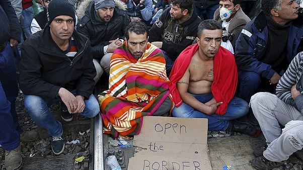 Makedonya'ya alınmayan mülteciler protestolarını sürdürüyor
