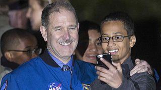 EEUU: El estudiante del reloj eclama 15 millones de dólares por daños y perjuicios