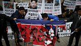 Διαδηλωτές στη Ν.Κορέα καταστρέφουν ομοίωμα του Κιμ Γιόνγκ Ουν