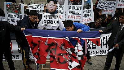 North Korea protesters beat effigy of Kim Yong-un – nocomment