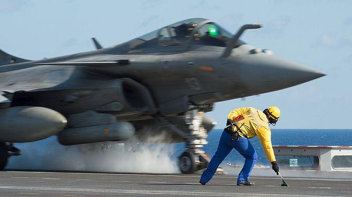 A szíriai Rakkát bombázta a francia légierő hétfőn