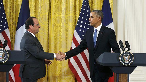 Hollande: Teröristlerin Avrupa'ya gelmemesi için Türkiye-Suriye sınırı kapatılmalı