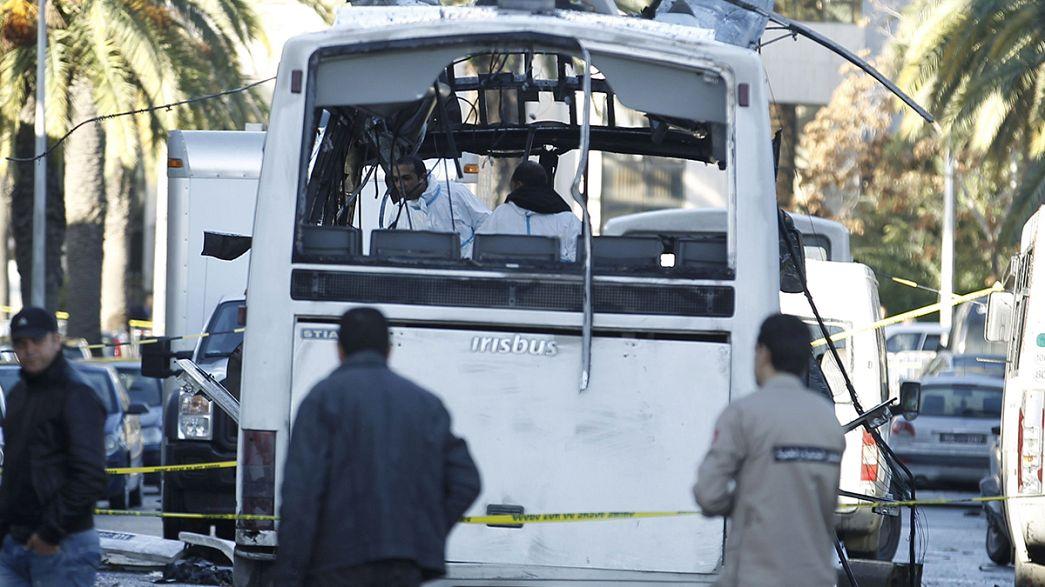 El Gobierno tunecino atribuye el atentado del martes a un suicida que iba en el autobús presidencial