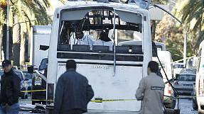 Bus bomber kills presidential guards in Tunisian capital