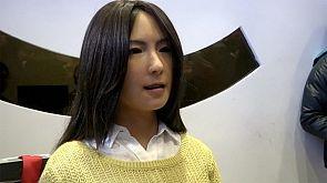 Роботы- гуманоиды на выставке в Китае