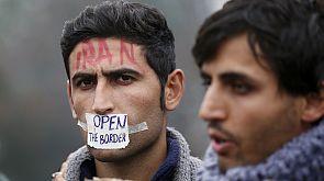 Мигранты прославляют Германию на греческо-македонской границе