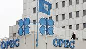 OPEC 'set to keep pumping oil' despite global glut