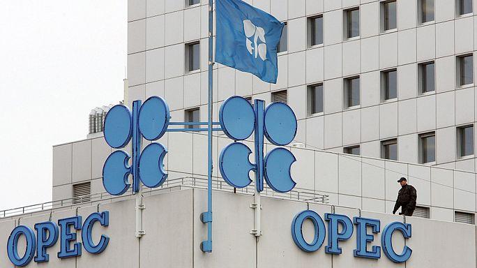 Marad az olajkitermelés mennyisége, tovább csökkenhet az ár